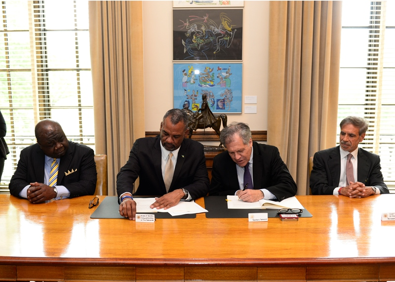2 Minister Fitzgerald Signs OAS Agreement to Host 2017 Ministerial Meeting on Education